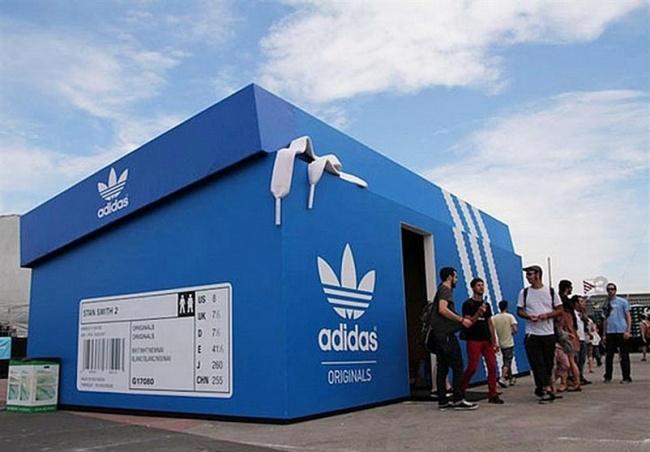 Магазин-коробка Adidas в Амстердаме