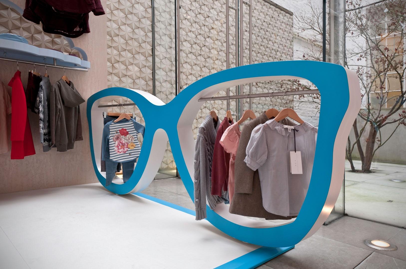 Витрина магазина детской одежды